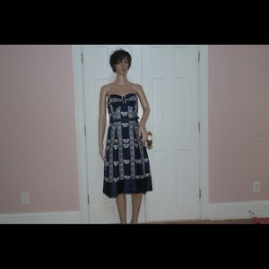 Dresses & Skirts - Tracy Reese butterfly strapless midi dress 2!